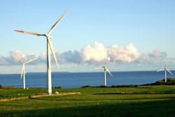 再生エネの利用拡大はSDGs達成の有力手段(北海道苫前町の風力発電所)