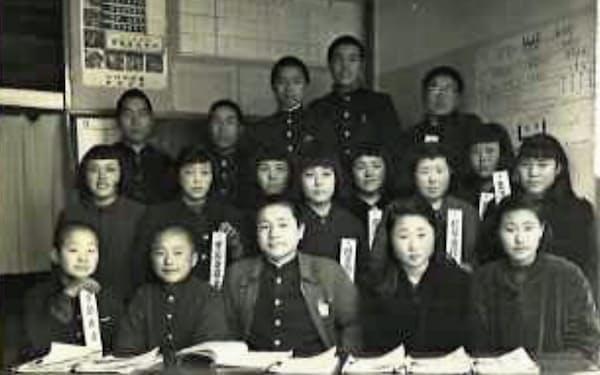 中3のとき、生徒会長を務めた(最前列中央)