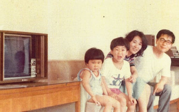 家族4人で(香港、1975年)