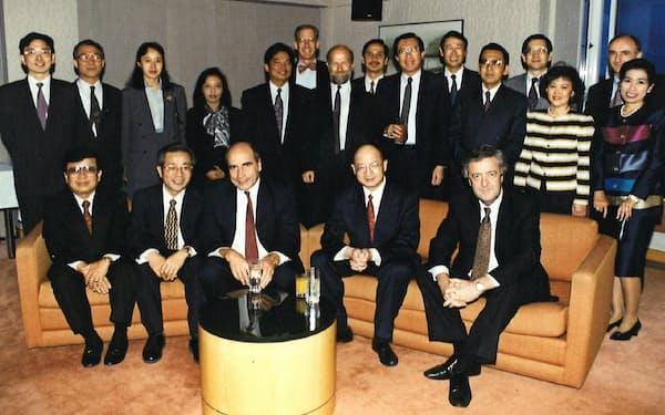 シドニーでの東アジア・オセアニア中央銀行役員会議で(前列左から2人目、1995年)