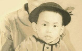 厳しくしつけられた兄、姉と異なり幼少期を自由に過ごした(母親と東氏)