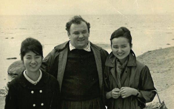 レニングラード郊外で(左から潮田さん、ワイマン先生、筆者)