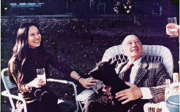 愛犬フーガを抱くシゲティ先生と