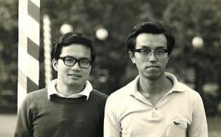 日本電信電話公社(NTT)に入社した頃の小林氏(左)