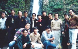 「Pプロジェクト」メンバーとの旅行(右から3人目が小林氏)