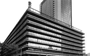 NTT民営化の1985年以降、日本経済は大きく変わった(当時のNTT日比谷本社)