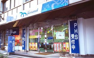 1995年7月にサービスが始まった(当時の都内のNTTパーソナルの店舗)
