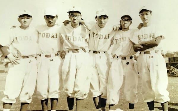 東京大学準硬式野球部のチームメートと(右から3番目が筆者)