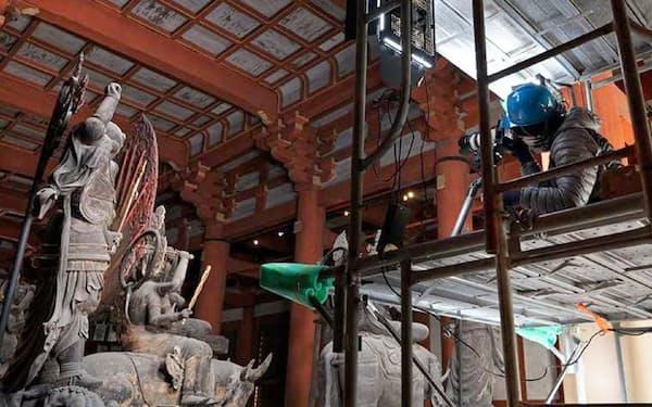 VR映像制作のため京都・東寺の「立体曼荼羅」を撮影する凸版印刷の作業チーム