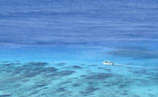 未来を生きる子どもたちに残したい風景。「ケラマブルー」の美しい海もその一つだ(沖縄県渡嘉敷村)=井上昭義撮影