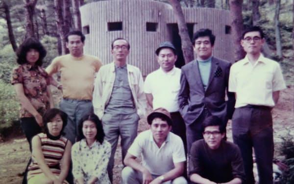商品開発をともにしたメンバーと(後列右から2人目が筆者)