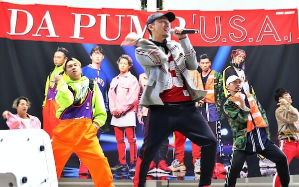 DA PUMPの「U.S.A.」は特徴的な動きのダンスも人気を集めた