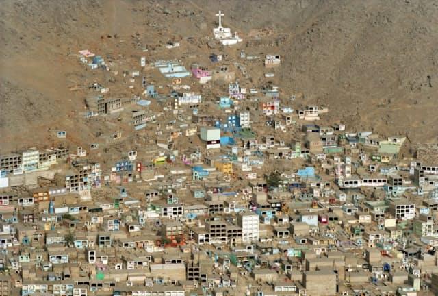 ペルー・リマの墓地を写した「LIM35040」