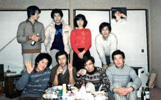 ひかり味噌の東京営業所敷地内にあった自宅から大学に通った(前列右端が林氏)