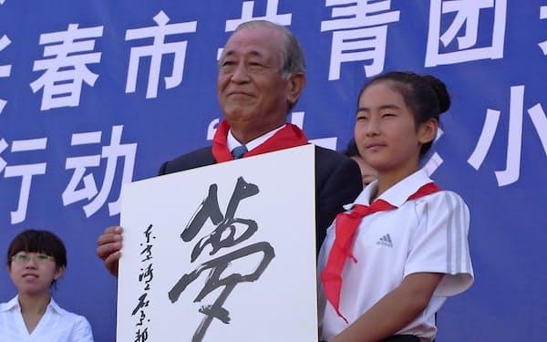 ボランティアで訪ねた中国の小学生と