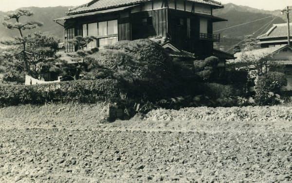 田畑に囲まれた兵庫県西宮市の生家