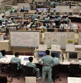 原子力施設の多くで技能継承が課題になっている(青森県六ケ所村の日本原燃再処理工場)