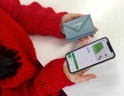 スマホ決済アプリや交通系ICカードなどで支払うため、手のひらに収まるミニ財布で十分だという
