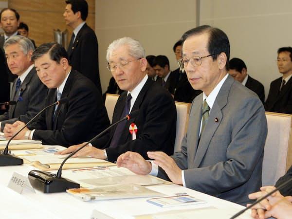 防衛省改革会議での福田首相(08年3月、首相官邸)