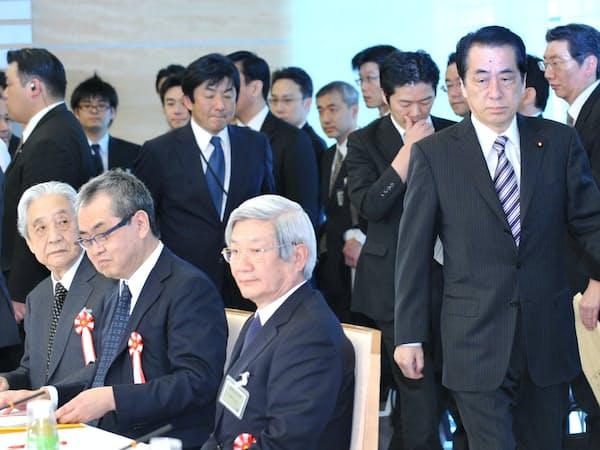 菅首相の下、復興構想会議議長に就いた(11年4月、首相官邸)
