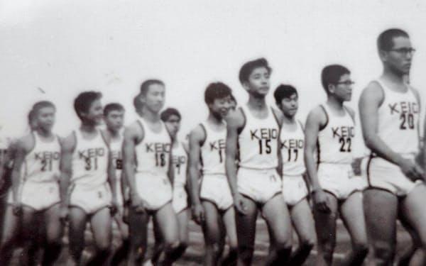高校時代、バスケ部の入場行進(右から5人目が筆者)