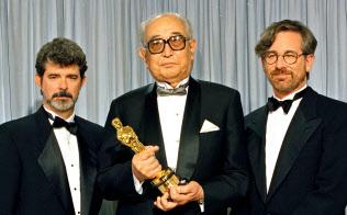 映画「スター・ウォーズ」のジョージ・ルーカス監督(左)も、黒沢明監督(中)の作品に影響を受けた=AP