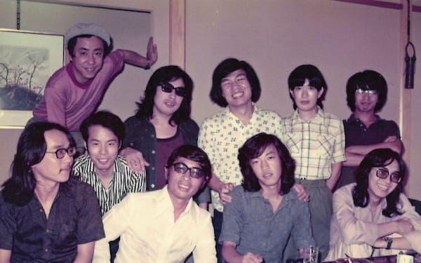 1970年代の藤子スタジオの面々。前列左から2人目が安孫子先生、その右隣が筆者、後列左端が藤本先生