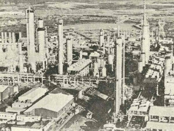 カナダのNRCの製油所(「崩壊 ドキュメント・安宅産業」より)