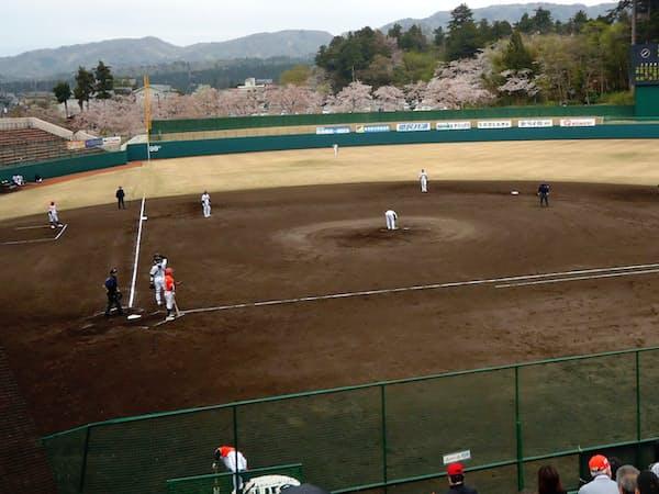 イチローの初本塁打が有名な長岡市悠久山野球場(新潟県)では、思いがけずスリリングな試合を見た
