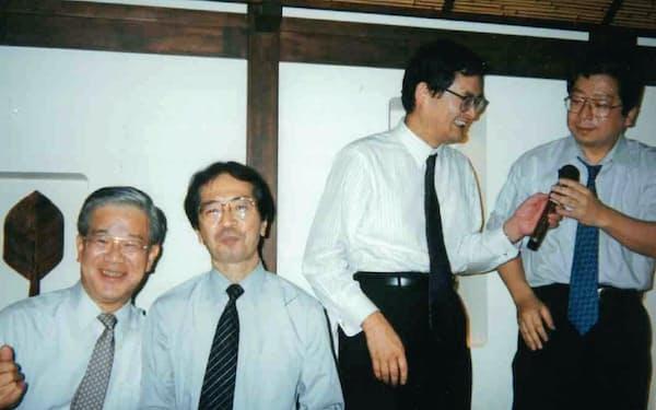 さくら銀行とカラオケ合戦(左端が筆者、その右が北山さん)