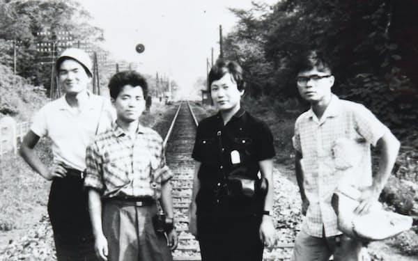 松竹脚本部に職を得た(右から2人目)