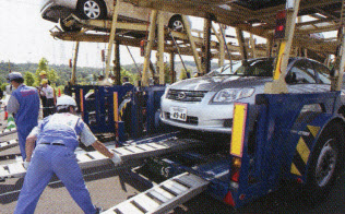 トヨタ輸送はキャリアカーの会社などの協力で商品車を運ぶ