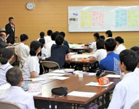 中高生が「未来市長」になり政策を提案した(鹿児島県西之表市でのワークショップ)=千葉大・倉阪秀史教授提供