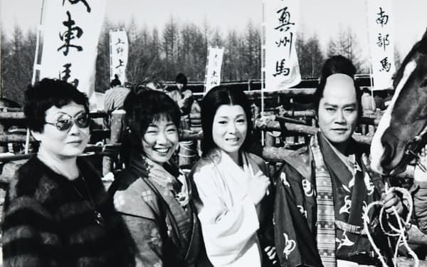 西田敏行さん(右端)の「おかか」が流行語に(左端が筆者)
