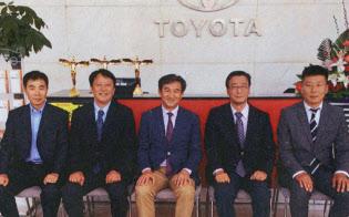 トヨタ車などの販売店を運営する黄董事長らと面談した(中国・大連)