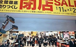 シャッターが下りて閉店する井筒屋の「コレット」(2月28日、北九州市小倉北区)