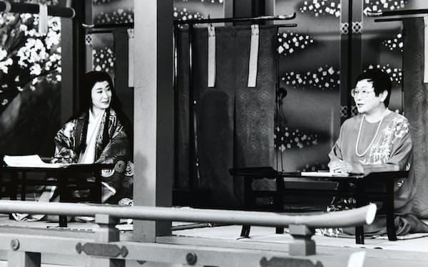 「源氏物語」の三田佳子さん(左)と