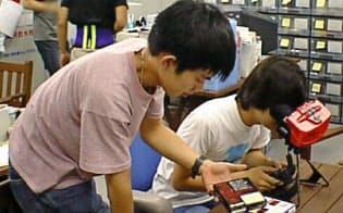 スタート直後のプロジェクト室。ソフトは奥の棚で保管していた(京都市の京都リサーチパーク)