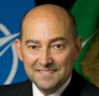 James Stavridis 元米海軍大将。2009~13年北大西洋条約機構(NATO)欧州連合軍最高司令官。米タフツ大フレッチャー法律外交大学院長を経て、カーライル・グループ所属。