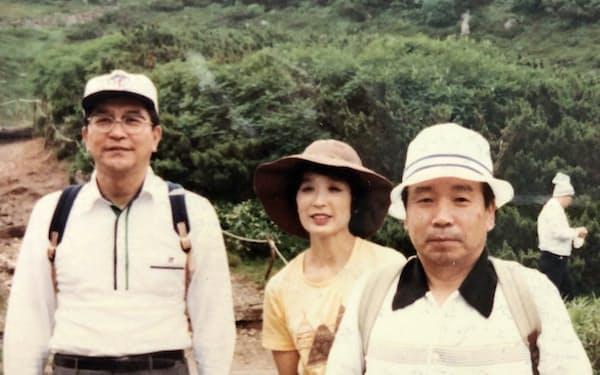 財政局長時代に訪れた北海道・大雪山系。右が筆者