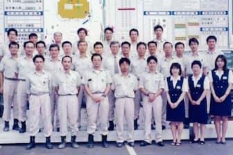 長く勤務した横浜支店時代の同僚と(前から2列目左端が井上社長)