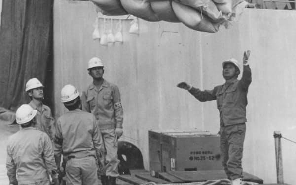 神戸港に陸揚げされるカリフォルニア米