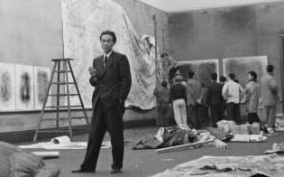 第3回具体美術展の準備風景の写真資料(1957年、大阪中之島美術館蔵)