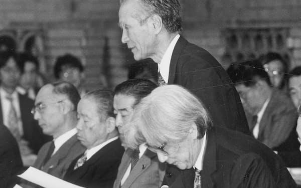 国土審議会に出席した筆者(左から2人目)