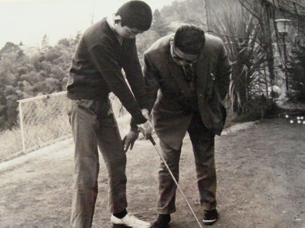 ゴルフにはお金がかかり、生活は質素