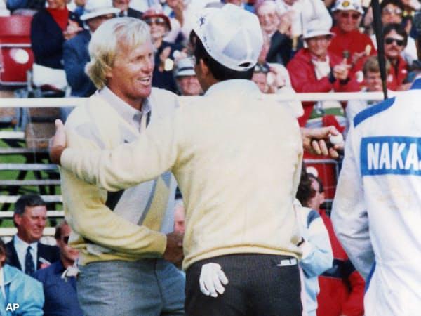 86年全英オープンは最終日最終組で回ったがノーマン(左)に完敗=AP