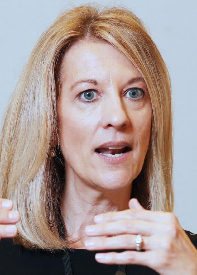 Stephanie Kelton MMTを提唱。2020年米大統領選に出馬した民主党のサンダース上院議員の顧問も務める。49歳
