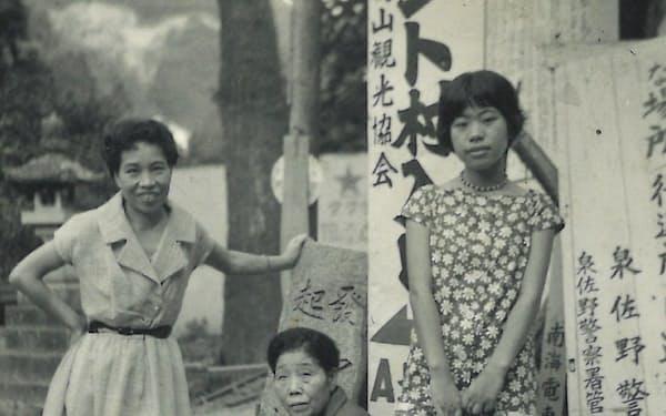 左から母、祖母、筆者