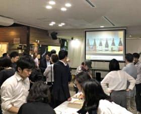 シードルの完成を祝うパーティーを出資者と開いた(5月、東京・神田)