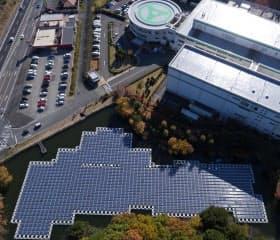 太陽インキ製造の生産に再エネ電力を供給する水上太陽光発電所